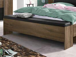Moderne Betttruhe als Sitzgelegenheit fürs Schlafzimmer
