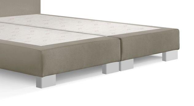 Boxspring-Base Polar mit silber lackierten Holzfüßen