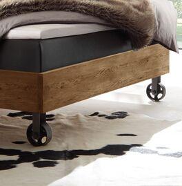 Modernes Boxspringbett Camaso mit Metallrädern als Bettbeine