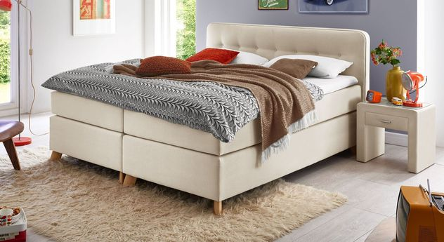 Klassisches Boxspringbett Summerford in hellem Creme