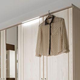 Hochwertig verarbeiteter Drehtüren-Kleiderschrank Pegau