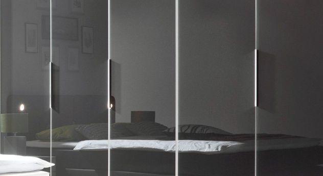 Drehtüren-Kleiderschrank Tramonti mit schlichten Metallgriffen