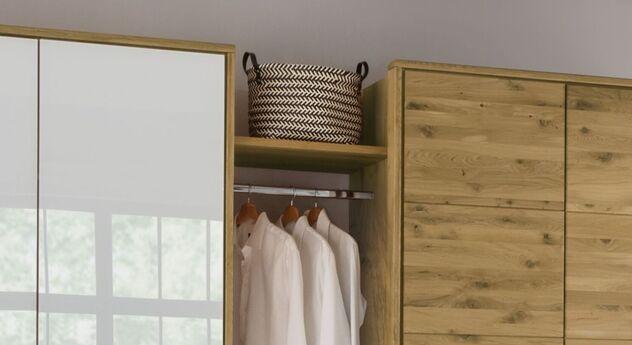 Drehtüren-Kleiderschrank Vacallo mit praktischen Zwischenböden