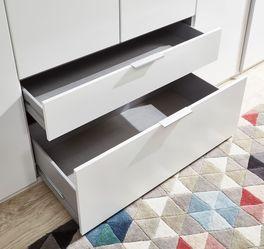 Eck-Kleiderschrank mit leichtgängigen Schubladen
