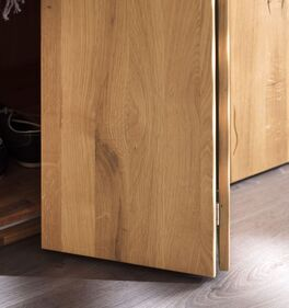 Falttüren-Kleiderschrank Lisana mit Front aus Massivholz