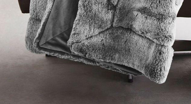 Felldecke bugatti Wildkatze grau mit hochwertig verarbeitetem Saum