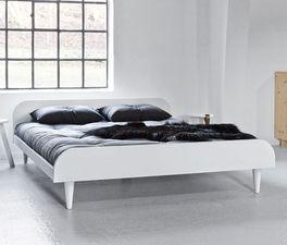 Deckend weiß lackiertes Futonbett Lenola