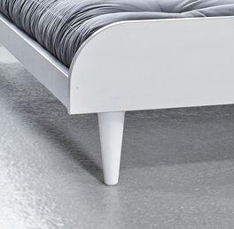 Futonbett Lenola mit konischen Bettbeinen