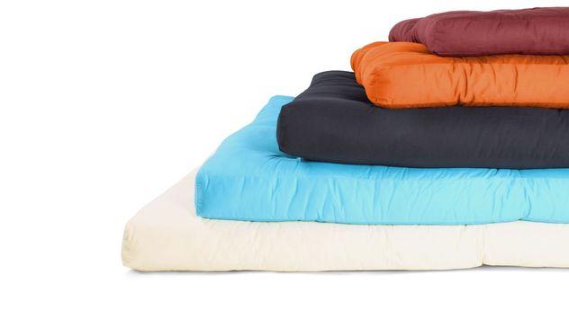 Futonmatratzen mit Baumwoll-Bezug in verschiedenen Farben