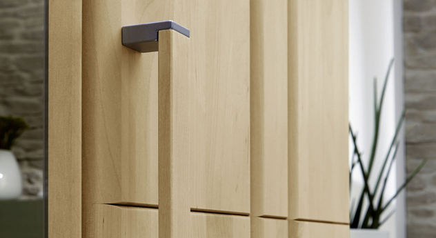 Hochwertiger Holzgriff mit silbernem Metall