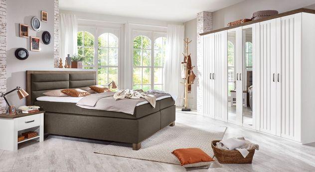 Romantisches Landhaus-Schlafzimmer Mit Boxspringbett - Baduro