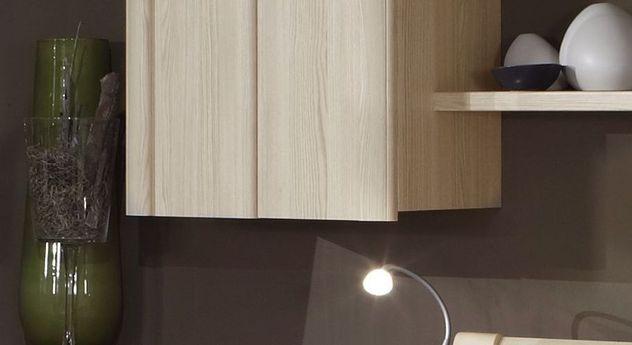Hängeschrank Rapino mit überstehenden Türen als Griff