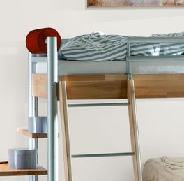Halbhohes Bett Lorena mit schräger Leiter
