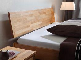 Massives Holzbett Luzern mit Kopfteil