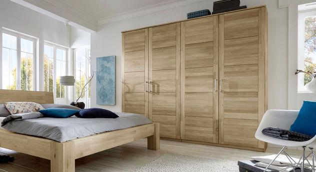 Kleiderschrank Nino mit massiven Holz-Drehtüren