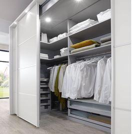 Kleiderschrank Plainville für Stauraum im Schlafzimmer