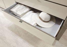 Kleiderschrank Tiko mit leichtgängigen Schubladen