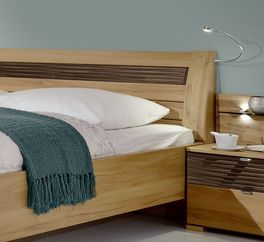 Komfort-Doppelbett Burbia mit attraktivem Design-Kopfteil