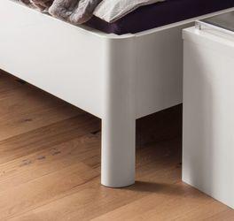 Komfort-Doppelbett Castelli mit stilvollen Bettbeinen