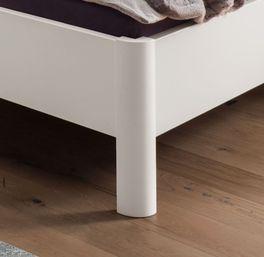 Komfort-Doppelbett Cavallino mit abgerundeten Füßen