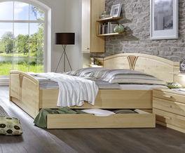 Stilsicheres Komfort-Doppelbett Karia aus teilmassiver Birke