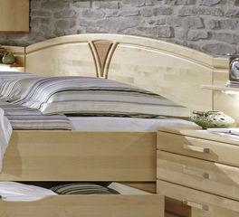 Komfortables Doppelbett Karia mit stilvollem Kopfteil
