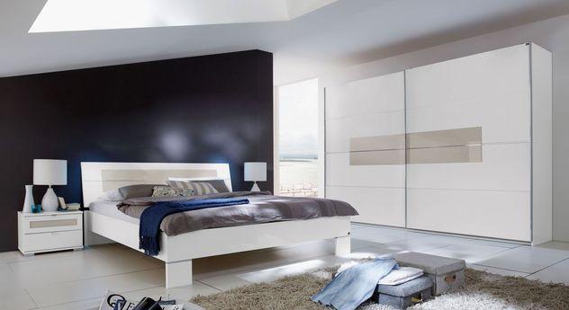 Alpinweißes Komplett-Schlafzimmer Filetto mit proseccofarbenem Glaseinsatz