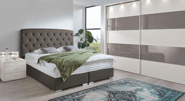Komplett-Schlafzimmer mit Kleiderschrank und Boxspringbett Gainesville