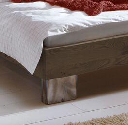 Liege Fuego mit Bettbeinen aus Metall