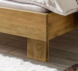 Rustikale Liege Maraba mit Massivholz-Bettbeinen
