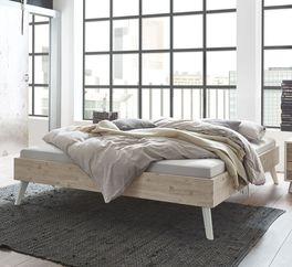 Liege Ranua mit ausgestellten Bettbeinen