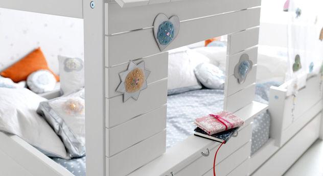 LIFETIME Hüttenbett Sternenglanz aus weiß lackierter Kiefer