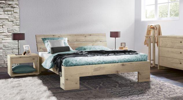 Massivholz-Bett Titao mit passenden Schlafzimmermöbeln