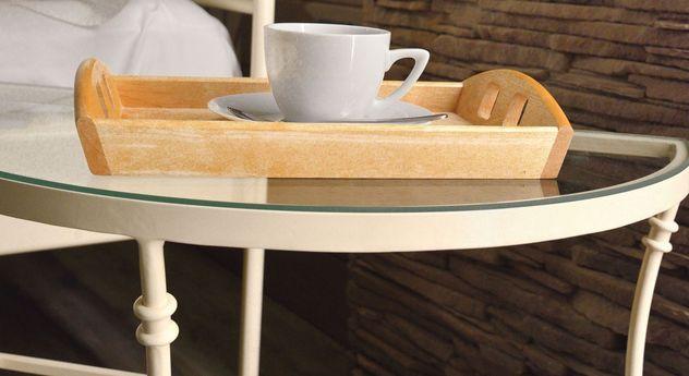 Nachttisch Acara mit robuster Glasscheibe