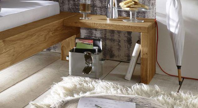 Nachttisch Claro aus robustem Echtholz