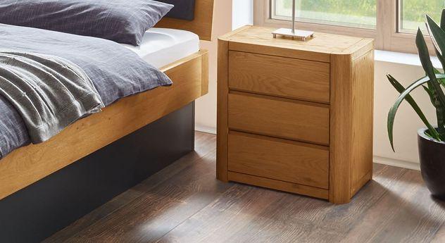 designer nachttisch aus eiche mit 3 schubladen lugo. Black Bedroom Furniture Sets. Home Design Ideas