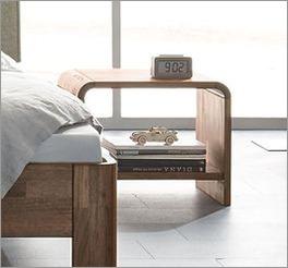 Holz-Nachttisch Pello mit Stauraum dank Ablageflächen
