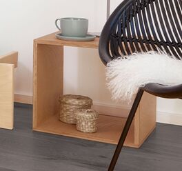 Nachttisch Tojo Cube in schlichtem Design