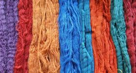 Naturfaser Schafwolle gefärbt