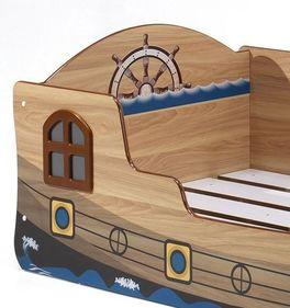 Piratenbett Enter mit kreativen Details