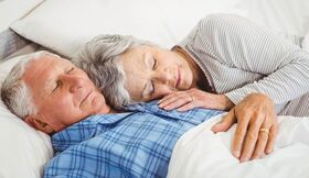 Schlafhygiene Paar schläft