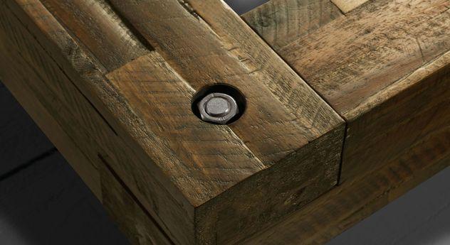 Rustikale Schraubverbindung für Bettrahmen von Balkenbetten