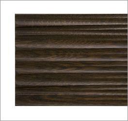 Serie Burbia mit moderner dunkler Holzabsetzung