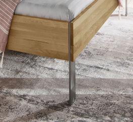 Hochwertiges Bett Nidau mit lackierten Stahlfüßen