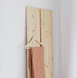 Tagesbett Capena aus Kiefernholz mit ausgeprägter Maserung