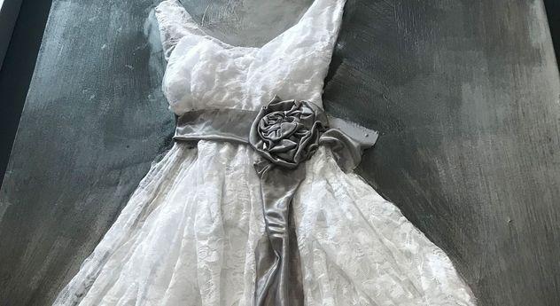 Wandbild Dress weiß in extravagantem Look