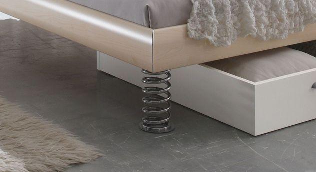Bett Wereda mit Metallfüßen in Sprungfeder-Optik