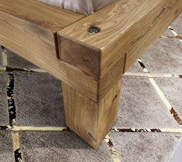 Sicher verschraubte Wildeichenholz-Betten