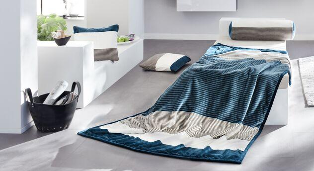 Wohndecke Musterstück mit passenden Kissen