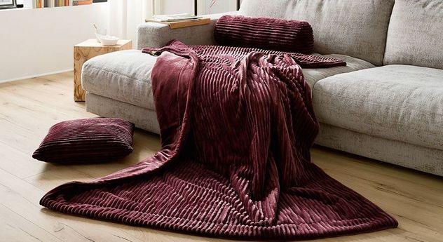 Wohndecke Streifentraum mit passenden Kissen